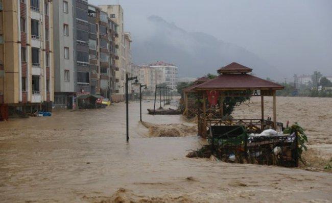 Sel sonrası göle dönen Artvin'in Arhavi ilçe merkezi havadan görüntülendi