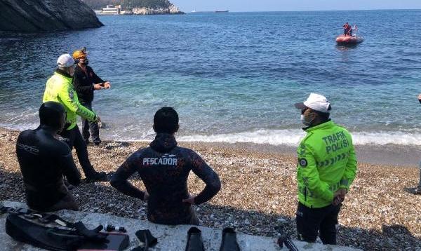 Otomobil denize uçtu:1 ölü, 1 kayıp