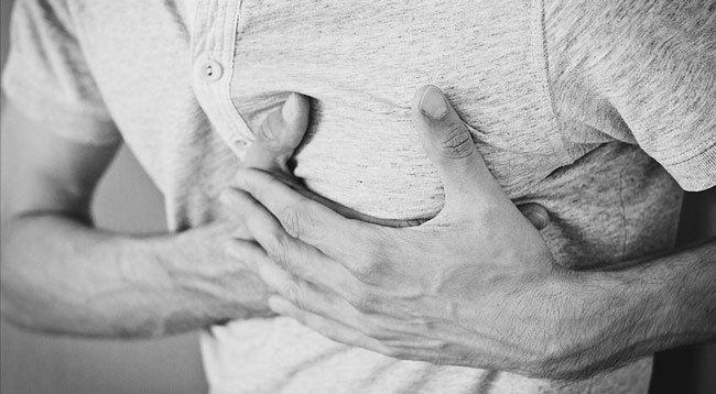 Göğüs Ağrısının Uzun Sürmesi Kalp Hastalığı Belirtisi Olabilir