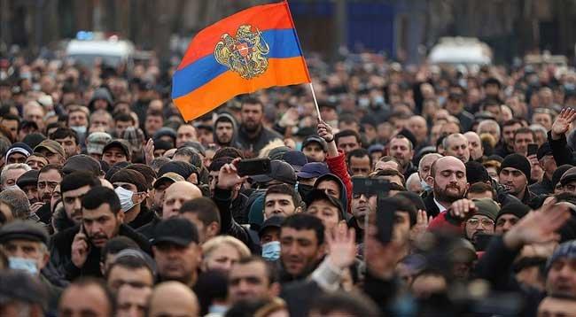 Ermenistan'ın Karabağ Hezimeti Ordu ile Başbakanı Karşı Karşıya Getirdi