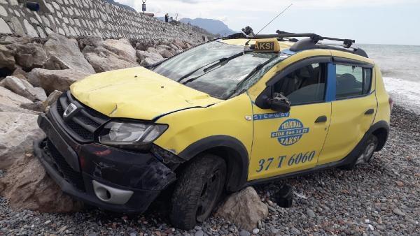 Direksiyon Başında Kalp Krizi Geçirip Kaza Yapan Taksi Şoförü Hayatını Kaybetti