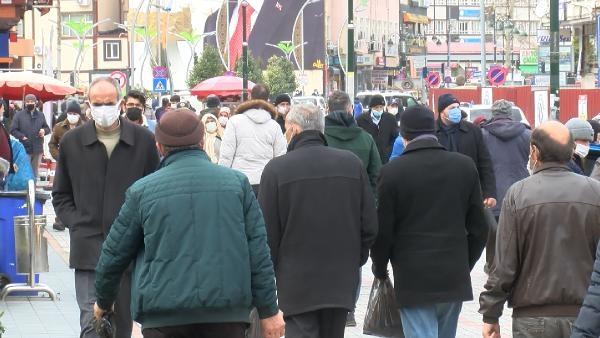 Rize'de sokaklarda insan yoğunluğu