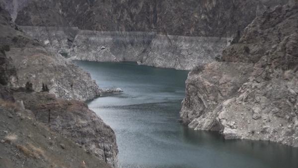 Barajlardaki sular çekildi; yerleşim yerleri ortaya çıktı