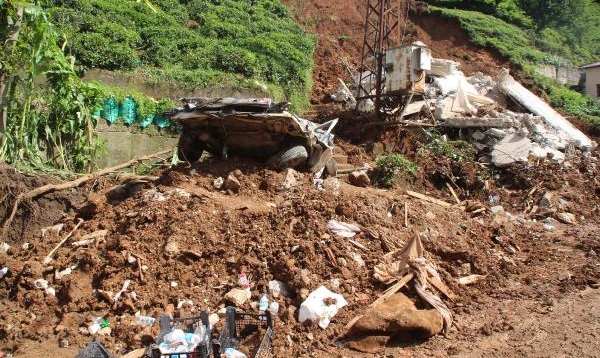 Rize'de selin izleri siliniyor, kayıp 2 kişi aranıyor