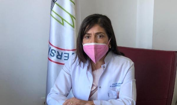 Prof. Dr. Çakmak: Kadınlar, 25 yaşından itibaren kendi memelerini muayene etmeli